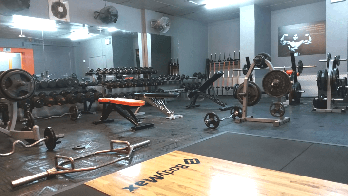 Weightlifting and power lifting gym
